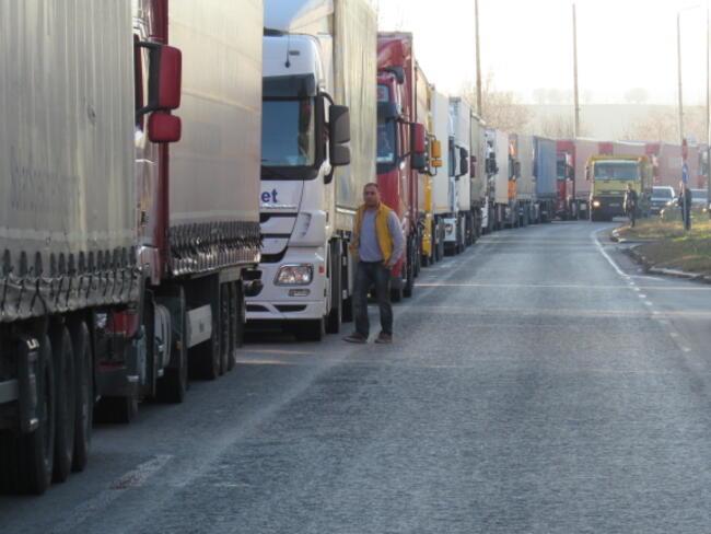 ЕС договори стандарти за намаляване на въглеродните емисии от камионите