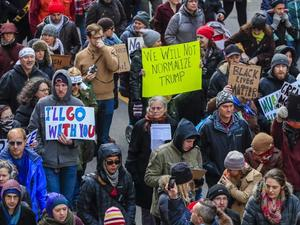 Хиляди на протести в САЩ година след влизането на Тръмп в Белия дом