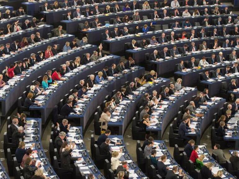 Европарламентът гласува днес да се премахне смяната на лятното и зимното часово време