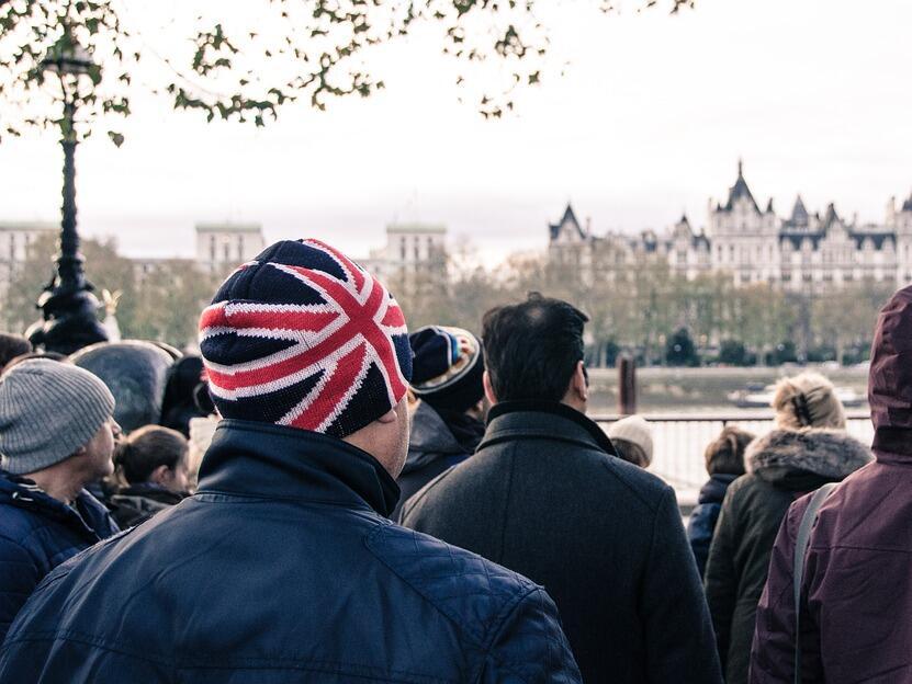 Безработицата във Великобритания се сви до 43-годишно дъно