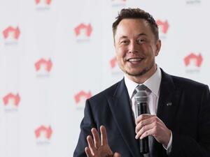 """Мъск обмисля да делиства """"Тесла"""" от капиталовите пазари"""