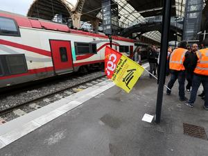 Френските железничари започнаха днес двудневна стачка - третата от поредицата,