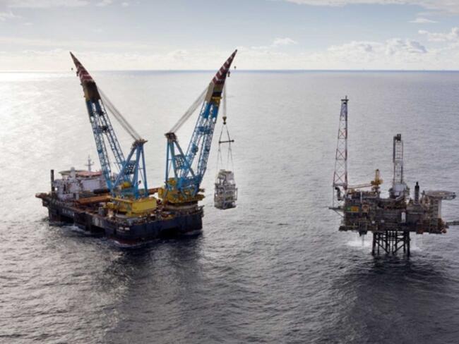 Петролът започва седмичната търговия със спад в цените