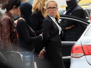 Кметицата на район Младост Десислава Иванчева стои арестувана с белезници