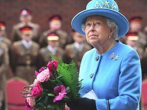 Увеличават се залозите, че кралица Елизабет II ще абдикира до