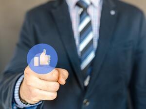 Facebook с изискване към програмистите да сключват договори