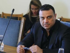 Без дебат и с почти пълно единодушие депутатите приеха оставката на Ивайло Московски като депутат