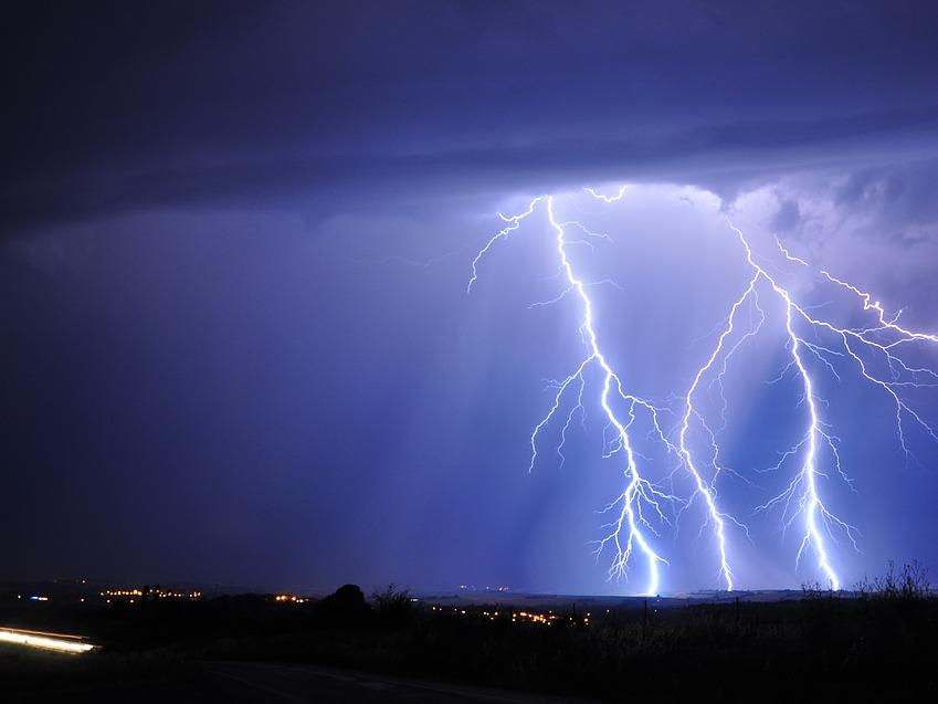 EVN България със съвети за безопасност към своите клиенти при гръмотевични бури