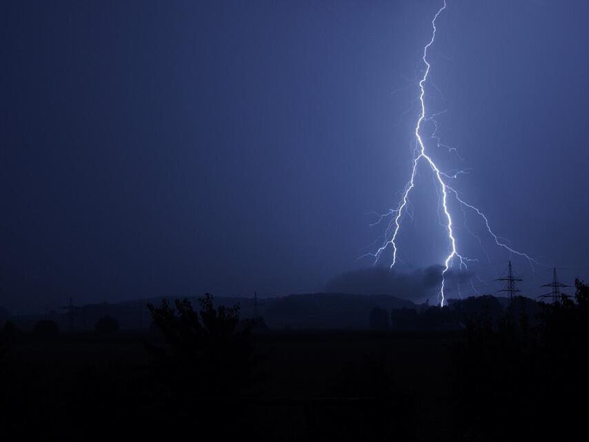Как можем да опазим електроуредите от повреди в сезона на гръмотевичните бури
