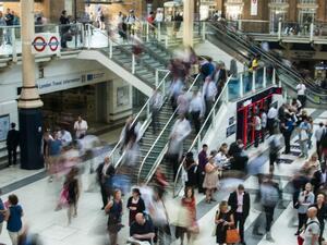 Три четвърти от служителите в Обединеното кралство заявяват, че ще