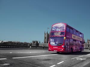 Лондон е известен със своите двуетажни автобуси – обслужващи градския