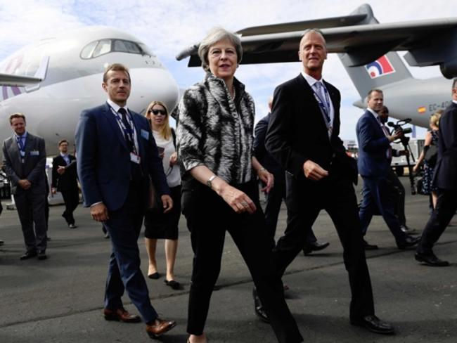 Сделки за 46,4 млрд. долара при откриването на най-големия авиосалон във Великобритания