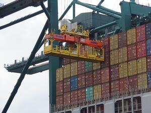 Износът за страните извън ЕС намалява с близо една четвърт през първите осем месеца на годината