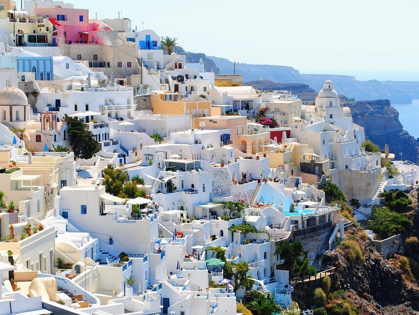 Крит и Цикладите генерират половината приходи от туризъм на Гърция