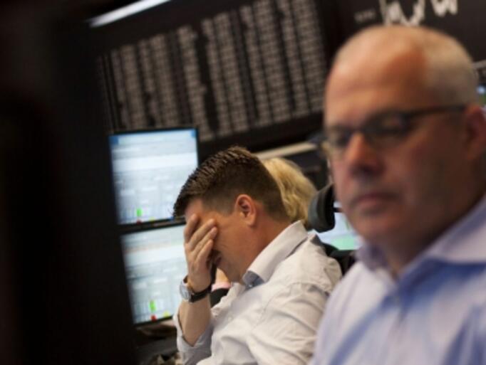 """След еднодневен ръст индексите на """"Уолстрийт"""" отново тръгнаха надолу"""