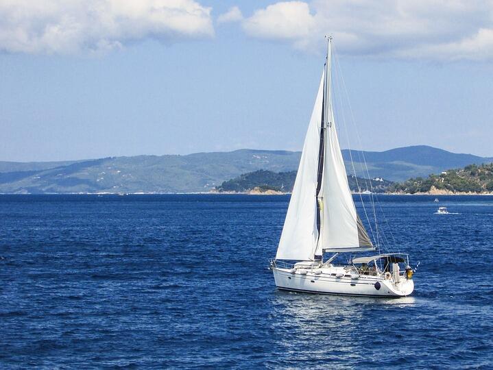 Собствениците на яхти под наем на остров Санторини укриват приходи