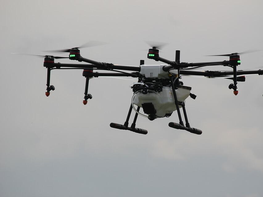 Гръцките данъчни дебнат измамниците с дронове