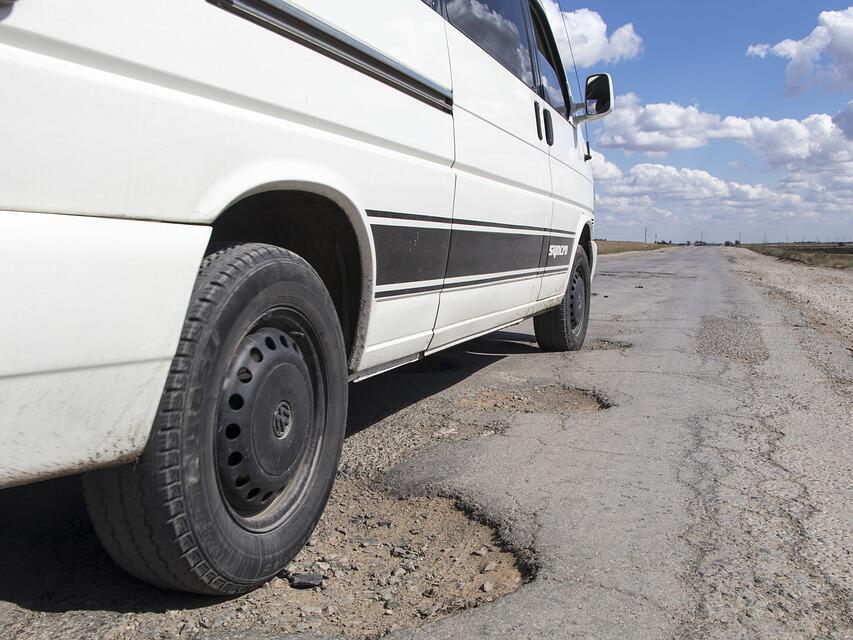 Проучване: Почти 90% от българите не одобряват пътищата в страната