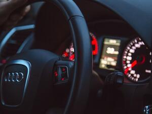 Audi планира да промени легендарната си емблема, представляваща четири преплетени