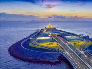 """Новооткритият мост """"Хонконг - Макао"""" бързо се превръща в туристическа атракция"""