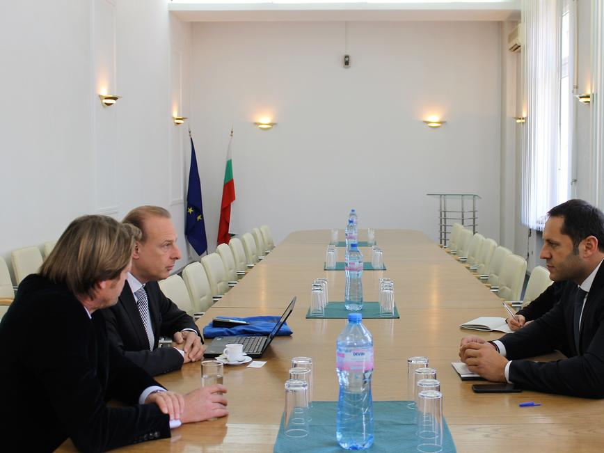 Лидер в производството на опаковки проучва България