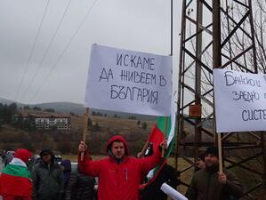 Протестите в страната са повече привидност, а не носят автентична