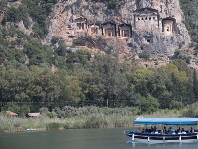 Испания е основният конкурент на Турция в туризма