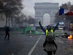 """Четвъртият национален протест на """"жълтите жилетки"""" набира скорост в Париж"""