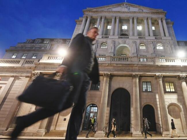 """Лондон прекратява издаването на """"златни визи"""" за богати хора"""