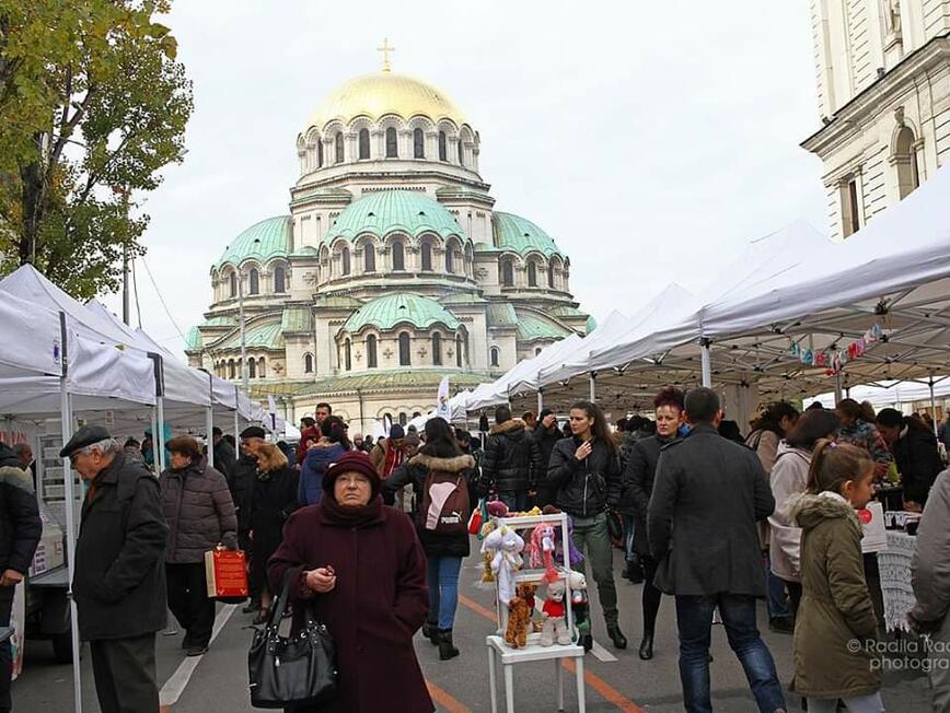 """Коледният фермерски пазар ще се проведе тази неделя пред """"Александър Невски"""""""