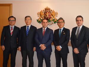Министър Караниколов проведе среща с представители на корейска компания, която