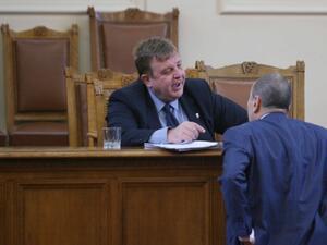 Каракачанов се обяви за прекратяване на договорите с частни фирми за охрана на армейски обекти