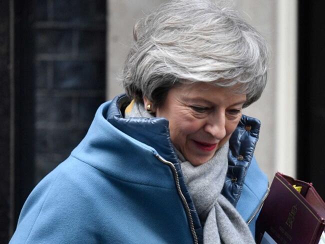 Британският парламент упълномощи Мей да търси ново споразумение с ЕС за Северна Ирландия