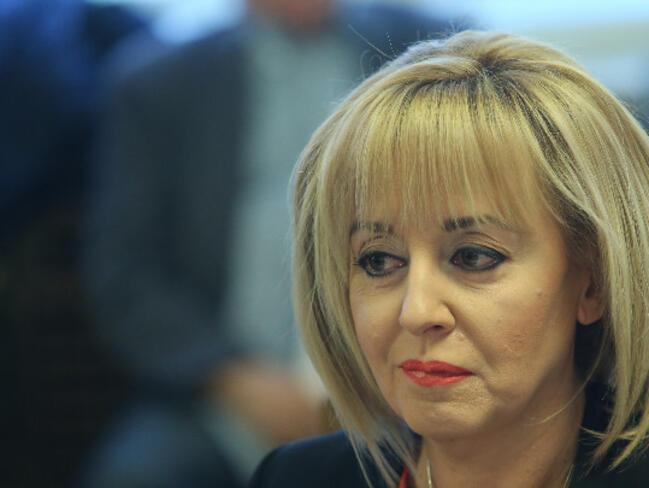 """Манолова в съда заради юрисконсултските възнаграждения на """"Топлофикация София"""""""