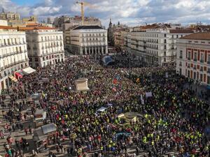 Снимка: Хиляди пенсионери на протест в Мадрид с искане за по-високи пенсии
