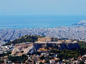 Местните жители, протестиращи срещу изграждането на 10-етажни сгради около Акропола