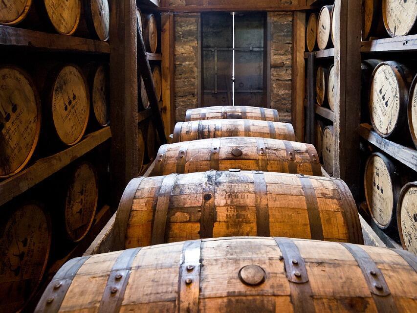 Износът на американско уиски се срива заради търговската война