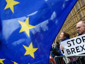 Британският премиер Тереза Мей информира депутатите, че може и да