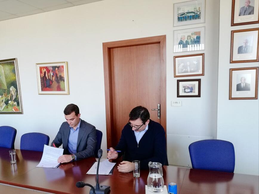 ИАНМСП подписа споразумение за сътрудничество с Висшето училище по застраховане и финанси