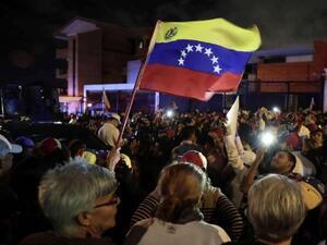 Политически опоненти излизат днес на протест във Венецуела на фона