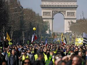 Общо 27 900 души са участвали в антиправителствени протести във