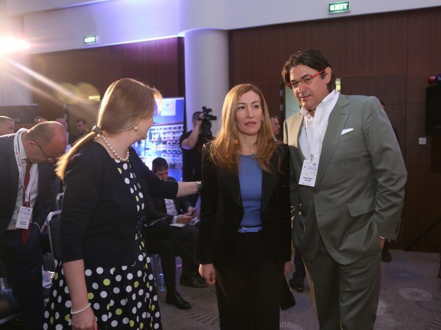 Министър Ангелкова: 8.4 млрд. лв. са приходите от туризъм през 2018 г.