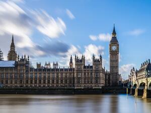 През месец май британската икономика се върна на пътя на
