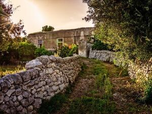 Мусомели – малко градче разположено в хълмиста местност на остров