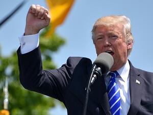 Американският президент Доналд Тръмп подписа двата указа за премахване на