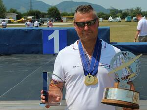Снимка: Пилотът на Wizz Air Ференц Тот стана световен шампион по въздушна акробатика за шести път