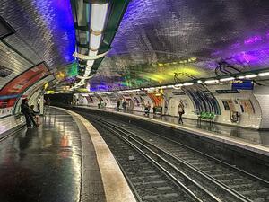 Мащабна стачка в парижкото метро парализира френската столица. Транспортните служители