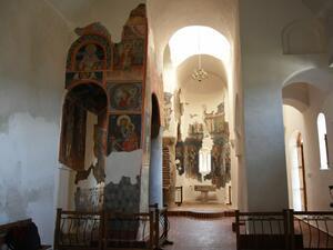 Средновековни църкви с уникална архитектура и стенописи, панорамна гледка от
