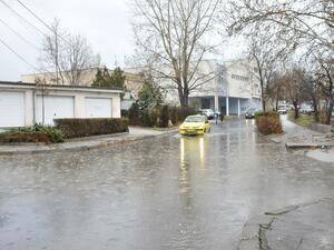 """Силният дъжд """"удави"""" части от България"""