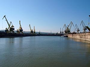 Определиха концесионера на пристанищен терминал Лом